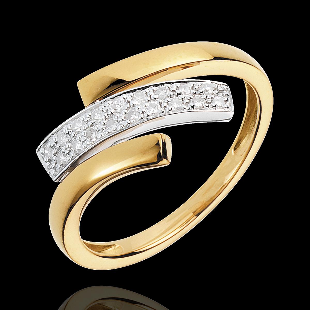 Bague sauvage stylisant une empreinte de griffes d'or et de diamants ...