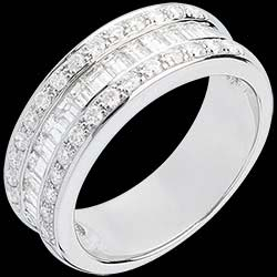 <a href=http://www.edenly.com/bijoux/bague-heritiere-or-blanc-pavee-carats-29-diamants,537.html>Bague F��rie - H�riti�re - or blanc pav�e - 1 carat - 44 diamants <br><span class='prixf'>1990 &#x20AC;</span> (-61%)</a>