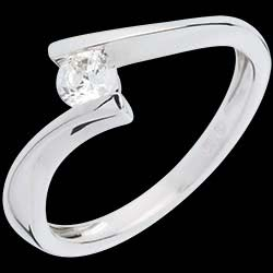 <a href=http://en.edenly.com/solitaire-rings/solitaire-ring-apostrophe-white-gold-26-carat,361,3.html style=color:#fff;text-decoration:none;>Solitaire Ring apostrophe white gold - 0.26 carat <br><b style=color:#FFE492;>� 509</b> (-52%) </a>