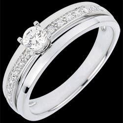 <a href=http://es.edenly.com/joyas/anillo-solitario-mi-reina,3055.html>Anillo de Pedida Solitario Destino - Mi Reina - modelo mediano - oro blanco - diamante 0. 20 quilates <br><span  class='prixf'>REBAJAS:  760 &#x20AC;</span> (-56%) </a>