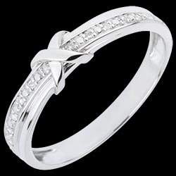 <a href=http://www.edenly.com/alliance-or-diamant/alliance-signe-amour,3113,10.html style=color:#fff;text-decoration:none;>Alliance Signe D'Amour - or blanc diamant <br><b style=color:#FFE492;>490 &#x20AC;</b> (-26%) </a>