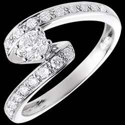 <a href=http://www.edenly.com/bijoux/solitaire-reverence-or-blanc-57-carats-19-diamants,64.html>Bague de Fian�ailles Solitaire Destin�e - Nefertiti - or blanc - diamant 0.28 carat <br><span  class='prixf'>1370 &#x20AC;</span> (-50%) </a>