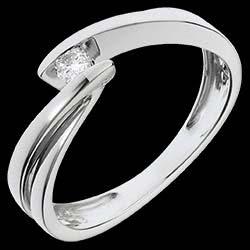 <a href=http://es.edenly.com/joyas/anillo-solitario-oro-blanco-ondina,1155.html>Solitario Nido Precioso - Ondina - oro blanco - 1 diamante: 0.07 quilates - 18 quilates <br><span class='prixf'>350 &#x20AC;</span> (-53%)</a>
