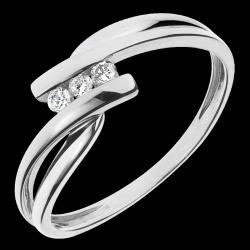 <a href=http://de.edenly.com/schmuck/trilogie-ring-tango-gelbgold-und-weiss,1078.html>Trilogie Ring Kostbarer Kokon - Tango - Wei�-und Gelbgold - 3 Diamanten 0.07 Karat -  18 Karat <br><span class='prixf'>290 &#x20AC;</span> (-48%)</a>
