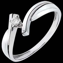 <a href=http://es.edenly.com/joyas/solitario-jupiter-oro-blanco,1117.html>Solitario Nido Precioso - J�piter - oro blanco - diamante 0.05 quilates - 18 quilates <br><span  class='prixf'>290 &#x20AC;</span> (-38%) </a>