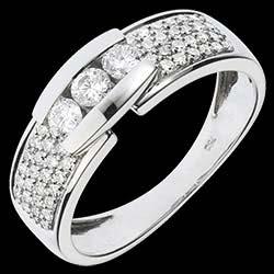 <a href=http://www.edenly.com/bijoux/bague-trilogie-serrure-pavee,1093.html>Bague Constellation - Trilogie pav�e or blanc - 0.509 carat - 57 diamants <br><span  class='prixf'>SOLDES:  930 &#x20AC;</span> (-57%) </a>