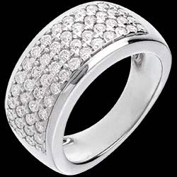<a href=http://www.edenly.com/bijoux/bague-pleiade-or-blanc-pavee-01-carats-56-diamants,86.html>Bague Constellation - Astrale - grand mod�le - or blanc - 1.01 carats - 56 diamants <br><span  class='prixf'>SOLDES:  1440 &#x20AC;</span> (-62%) </a>