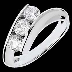 <a href=http://www.edenly.com/trilogies/bague-trilogie-shemale-or-blanc,1094,5.html style=color:#fff;text-decoration:none;>Bague Trilogie Shemale or blanc - 1 carats - 3 diaman