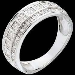 <a href=http://www.edenly.com/bijoux/anneau-mosaique-diamants-28-carats-33-diamants,99.html><span class='nom-prod-slide'>Anneau Féérie - Galaxie - 0.28 carat - 33 diamants</span> <br><span class='prixf'>790 &#x20AC;</span> (-46%)</a>
