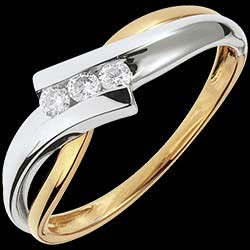 <a href=http://es.edenly.com/joyas/anillo-triologia-solfeo-oro-blanco-oro-amarillo-diamantes,1096.html><span class='nom-prod-slide'>Trilogía Brillo Eterno - Solfeo - oro blanco y amarillo - 3 diamantes - 18 quilates</span> <br><span class='prixf'>440 &#x20AC;</span> (-44%)</a>