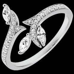 <a href=http://www.edenly.com/bijoux/bague-bois-mysterieux-or-blanc-diamants-navettes-1,3520.html>Bague Bois Mystérieux - or blanc et diamants navettes - 18 carats <br><span class='prixf'>990 &#x20AC;</span> (-52%)</a>