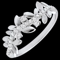 <a href=http://de.edenly.com/schmuck/ring-verzauberter-garten-konigliches-blattwerk-gro,3531.html>Ring Verzauberter Garten - K�nigliches Blattwerk - Gro�es Modell - Wei�gold und Diamanten - 9 Karat <br><span class='prixf'>340 &#x20AC;</span> (-32%)</a>