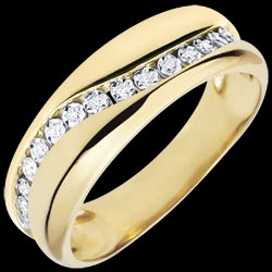 <a href=http://www.edenly.com/bijoux/bague-or-jaune-diamants-edenamour-multi-diamants-18,3489.html>Bague Amour - Multi-diamants - or jaune - 18 carats <br><span  class='prixf'>SOLDES:  340 &#x20AC;</span> (-66%) </a>