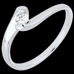 <a href=http://it.edenly.com/gioielli/anello-solitario-passione-eterna-oro-bianco,2145.html>Anello solitario Nido Prezioso - Passione Eterna - oro bianco - 0.14 carati - 18 carati <br><span  class='prixf'>590 &#x20AC;</span> (-46%) </a>