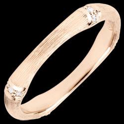 <a href=http://nl.edenly.com/juwelen/trouwring-gewijde-jungle-meerdere-diamanten-3-mm-g,3820.html><span class='nom-prod-slide'>Trouwring Gewijde Jungle - Meerdere diamanten 3 mm - geborsteld rozegoud 18 karaat</span> <br><span class='prixf'>490 &#x20AC;</span> (-43%)</a>