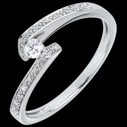 <a href=http://it.edenly.com/gioielli/anello-promessa-solitario-con-diamanti-oro-bianco-diamanti,692.html>Anello Solitario accompagnato Nido Prezioso - Promesso - oro bianco - diamante 0.08 carati <br><span  class='prixf'>450 &#x20AC;</span> (-39%) </a>