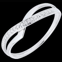 <a href=http://es.edenly.com/joyas/anillo-marina-oro-blanco-diamante,628.html>Anillo Marina oro blanco y diamante <br><span  class='prixf'>REBAJAS:  180 &#x20AC;</span> (-49%) </a>