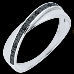 <a href=http://es.edenly.com/joyas/anillo-volatin-diamantes-negros-oro-blanco,754.html>Alianza Saturno D�o - diamantes negros - 9 quilates <br><span  class='prixf'>180 &#x20AC;</span> (-25%) </a>