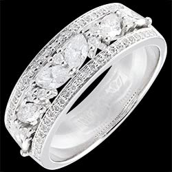 <a href=http://www.edenly.com/bijoux/bague-royale-byzantine,1358.html>Bague Destin�e - Byzantine - or blanc et diamants - 18 carats <br><span  class='prixf'>1800 &#x20AC;</span> (-53%) </a>