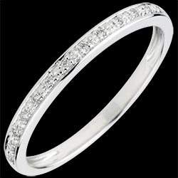 <a href=http://www.edenly.com/alliance-or-diamant/alliance-eclat-diamant,1803,10.html style=color:#fff;text-decoration:none;>Alliance Eclats de diamant - or blanc et diamant - demi-tour <br><b style=color:#FFE492;>290 &#x20AC;</b> (-44%) </a>