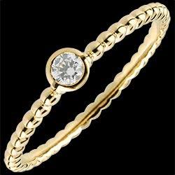 <a href=http://de.edenly.com/schmuck/solitar-ring-goldene-perlen-gelbgold-9k,1415.html>Solit�rring Fleur de Sel - Einfacher Ring - Gelbgold - 0.08 Karat - 9 Karat <br><span class='prixf'>280 &#x20AC;</span> (-33%)</a>