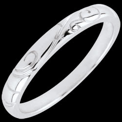 <a href=http://en.edenly.com/jewels/white-gold-triba-wedding-band,2642.html>White Gold Triba Wedding Band <br><span  class='prixf'>� 119</span> (-36%) </a>
