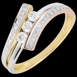 <a href=http://de.edenly.com/schmuck/trilogie-ring-odinia-tricolor,2547.html>Trilogie Ring Kostbarer Kokon - Odinia - Dreierlei Gold - 9 Karat  <br><span class='prixf'>490 &#x20AC;</span> (-41%)</a>