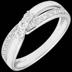 <a href=http://www.edenly.com/bijoux/bague-trilogie-aurea-18-carat,2746.html>Bague Trilogie Nid Pr�cieux - Aur�a - or blanc - 0.18 carat - 18 carats <br><span  class='prixf'>SOLDES:  460 &#x20AC;</span> (-63%) </a>