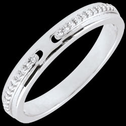 <a href=http://www.edenly.com/bagues-fines/bague-promesse-feerique-diamant-or-blanc-petit-modele-9k,2668,7.html style=color:#fff;text-decoration:none;>Bague Promesse f�erique - or blanc et diamants - petit mod�le <br><b style=color:#FFE492;>290 &#x20AC;</b> (-38%) </a>