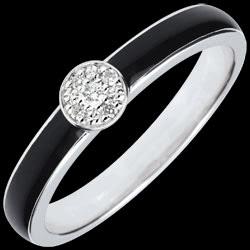 <a href=http://it.edenly.com/gioielli/anello-solitario-essere-unico-lacca-nera-diamanti,2763.html>Anello Chiaroscuro Solitario - lacca nera e Diamanti 0.04 ct <br><span class='prixf'>240 &#x20AC;</span> (-48%)</a>