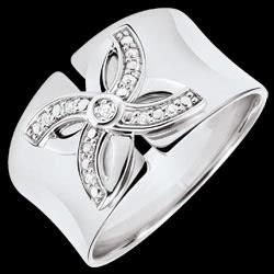 <a href=http://www.edenly.com/bijoux/bague-eclosion-lys-ete-or-blanc-diamants,3233.html>Bague Eclosion - Lys d'�t� - or blanc et diamants <br><span  class='prixf'>380 &#x20AC;</span> (-38%) </a>